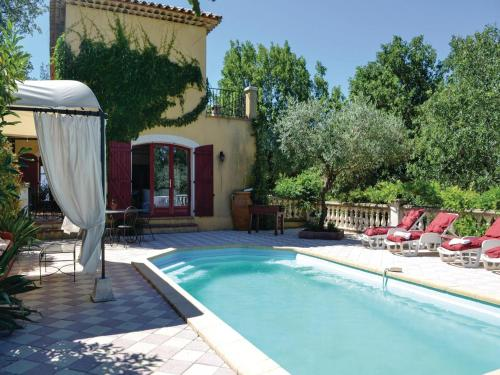 Holiday Home Neoules Chemin Collets Des Abeilles : Guest accommodation near Garéoult