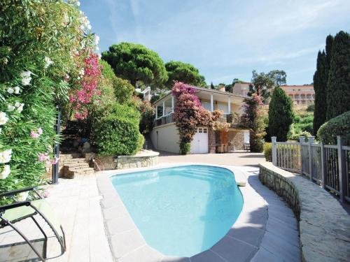 Holiday Home Rayol-Canadel-Sur-Mer Avenue Clement Bayard : Guest accommodation near Rayol-Canadel-sur-Mer