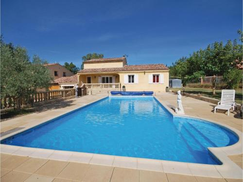 Six-Bedroom Holiday Home in St Julien L Montagnier : Guest accommodation near Varages