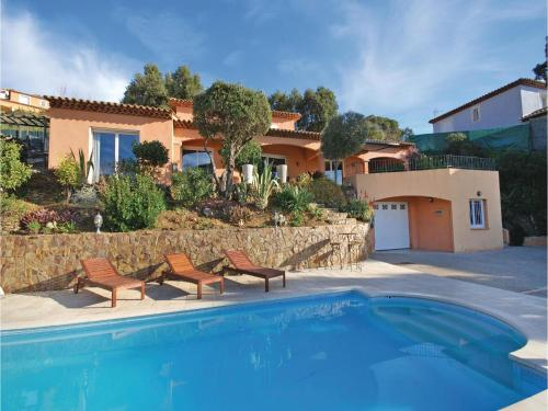 Three-Bedroom Holiday Home in La Londe les Maures : Guest accommodation near La Londe-les-Maures