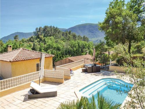 Three-Bedroom Holiday Home in Meounes Les Montrieux : Guest accommodation near Garéoult