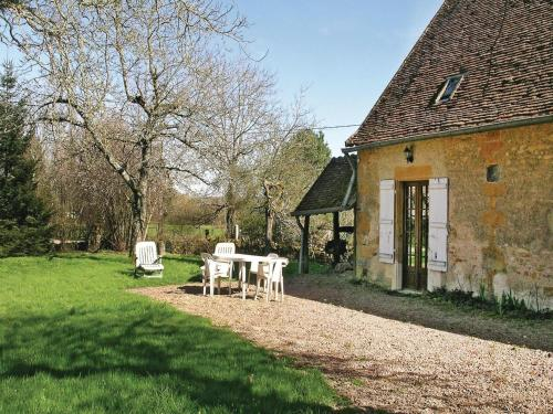 Holiday home St Sulpice H-756 : Guest accommodation near Saint-Jean-aux-Amognes