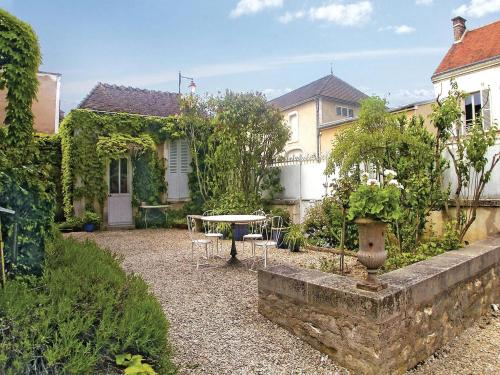 Holiday Home Chablis Boulevard De Ferrieres : Guest accommodation near La Chapelle-Vaupelteigne