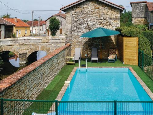 Three-Bedroom Holiday Home in Courcelles sur Blaise : Guest accommodation near La Genevroye