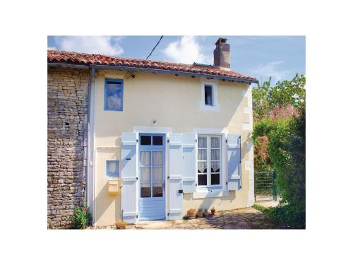 Holiday Home Paizay Naudouin Rue Des Planchettes : Guest accommodation near Barbezières