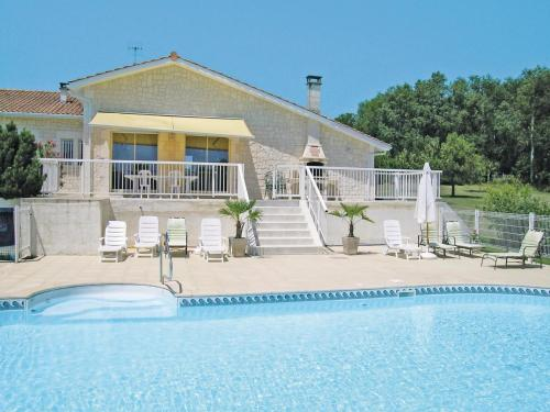 Holiday home Lieu dit le Maine Roy N-771 : Guest accommodation near Saint-Quentin-de-Chalais