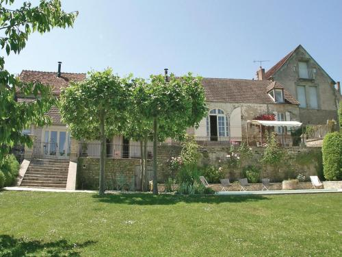 Holiday Home Montreal Grande Rue : Guest accommodation near Fain-lès-Moutiers