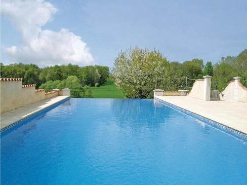Holiday home Montignac Le Coq with Outdoor Swimming Pool 392 : Guest accommodation near Montboyer