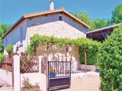 Holiday Home La Blotiere : Guest accommodation near Saint-Martin-de-Bernegoue