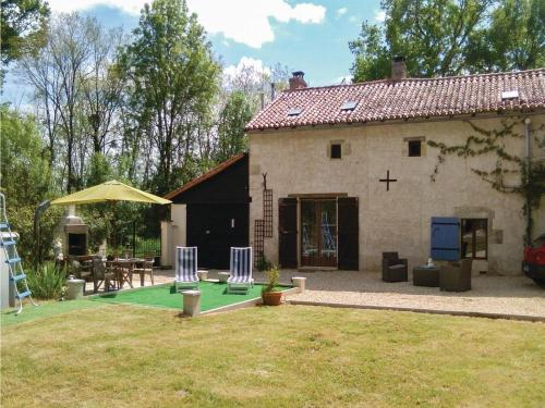 Four-Bedroom Holiday Home in Usson du Poitou : Guest accommodation near Lussac-les-Châteaux