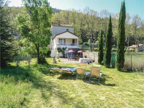 Three-Bedroom Holiday Home in Villen. les Corbieres : Guest accommodation near Montgaillard
