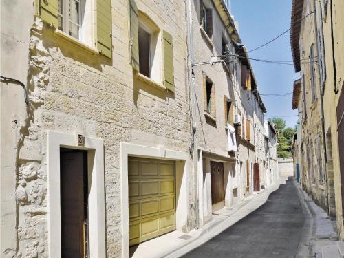Holiday home Beaucaire 33 : Guest accommodation near Saint-Pierre-de-Mézoargues