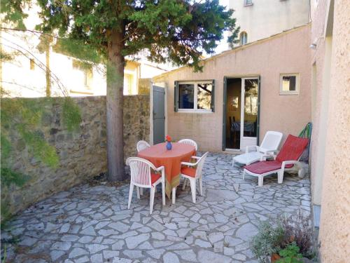 Holiday Home Rue De La Monnaie : Guest accommodation near Vallabrix