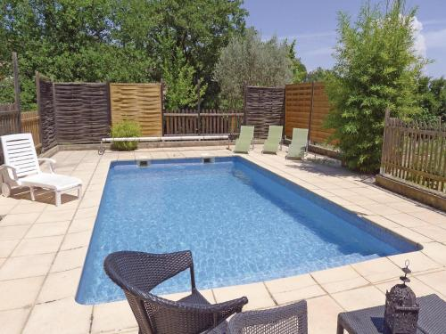 Holiday home St. Nazaire CD-1296 : Guest accommodation near Pont-Saint-Esprit