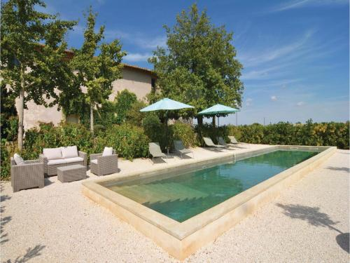 Holiday home St-Gilles 89 with Outdoor Swimmingpool : Guest accommodation near Générac