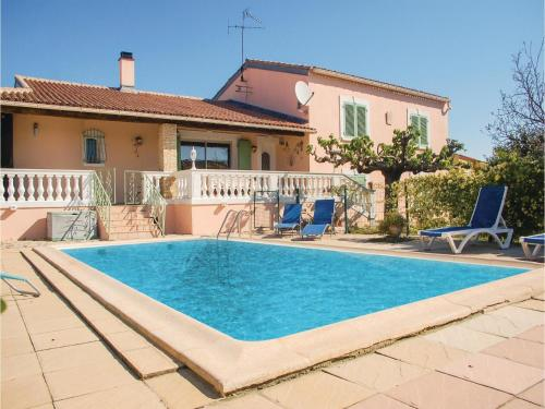 Four-Bedroom Holiday Home in Uchaud : Guest accommodation near Bernis
