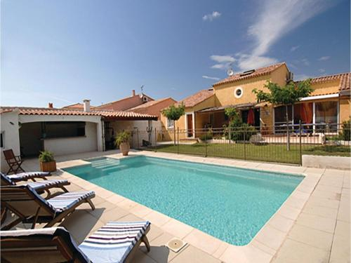 Four-Bedroom Holiday Home in Fourques : Guest accommodation near Fourques