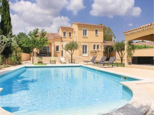Four-Bedroom Holiday Home in Rochefort du Gard : Guest accommodation near Rochefort-du-Gard