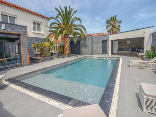 Four-Bedroom Holiday Home in Le Grau d'Agde : Guest accommodation near Vias
