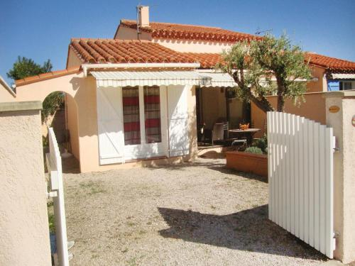 Holiday Home saint Cyprien Plage 01 : Guest accommodation near Saleilles