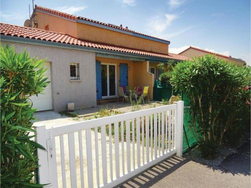 Three-Bedroom Holiday Home in Torreilles - Plage : Guest accommodation near Saint-Laurent-de-la-Salanque
