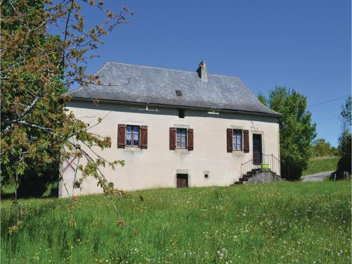 Two-Bedroom Holiday Home in Le Bouyssou : Guest accommodation near Cardaillac