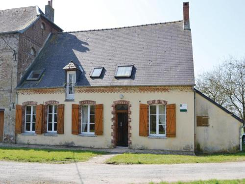 Three-Bedroom Holiday Home in Chigny : Guest accommodation near Franqueville