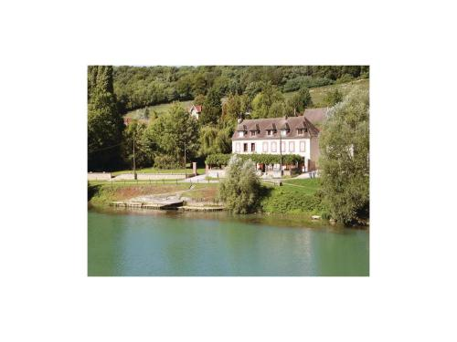 Four-Bedroom Holiday Home in Jaulgonne : Guest accommodation near Courtemont-Varennes
