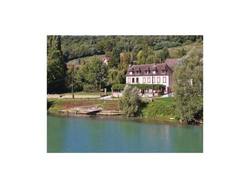 Two-Bedroom Holiday Home in Jaulgonne : Guest accommodation near Courtemont-Varennes