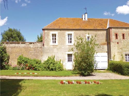 Holiday home Hameau de Navarre : Guest accommodation near Saint-Aignan-de-Cramesnil