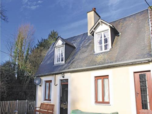 Holiday Home Rue Du Grand Clos : Guest accommodation near La Lande-Patry