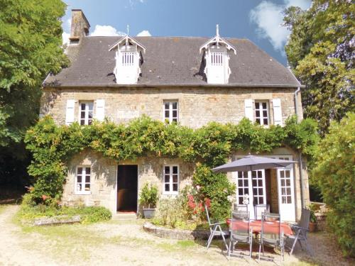 Holiday Home Chateau De Coupigny : Guest accommodation near Coulouvray-Boisbenâtre