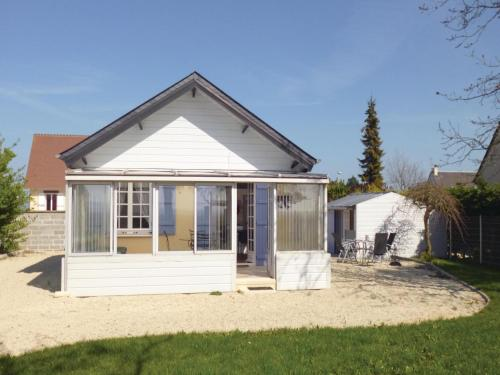Holiday Home Bernieres-Sur-Mer 07 : Guest accommodation near Saint-Aubin-sur-Mer
