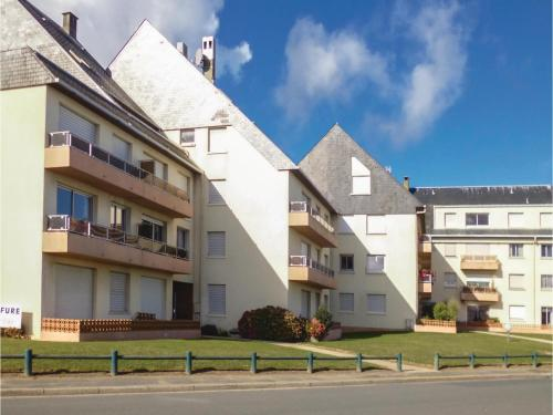 One-Bedroom Apartment in Grandcamp Maisy : Apartment near Géfosse-Fontenay