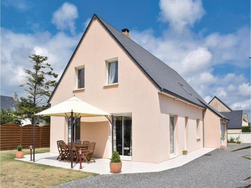 Holiday home Rue Des Ajoncs : Guest accommodation near Lessay