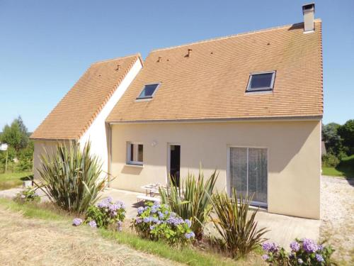 Three-Bedroom Holiday Home in Brillevast : Guest accommodation near Maupertus-sur-Mer