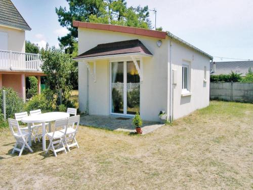 Holiday home Route de La Mer : Guest accommodation near Neufmesnil