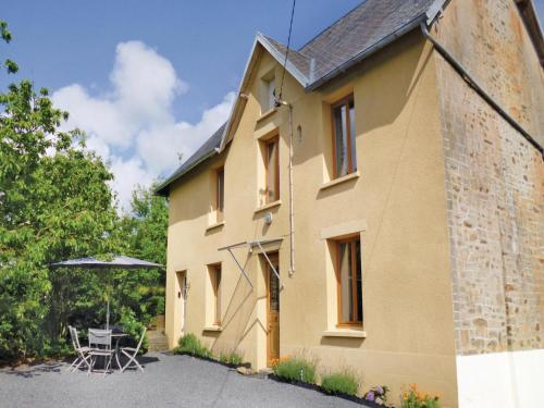 Holiday home St Denis Le Vetu K-809 : Guest accommodation near Grimesnil