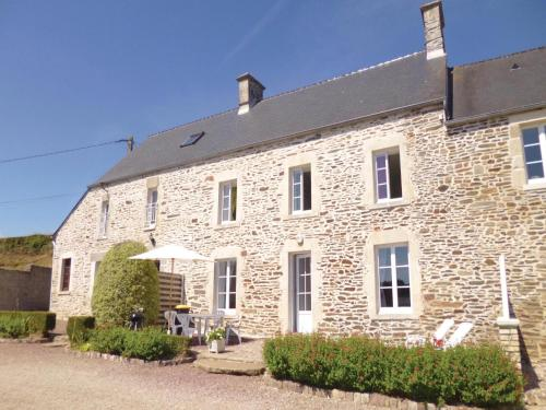 Holiday Home Quettehou with Sea View 04 : Guest accommodation near Octeville-l'Avenel
