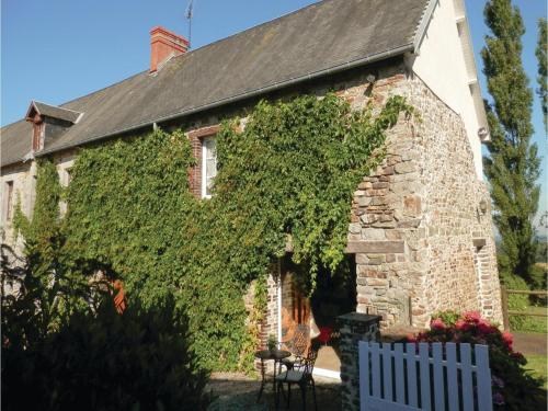 Three-Bedroom Holiday Home in Montpinchon : Guest accommodation near Cametours