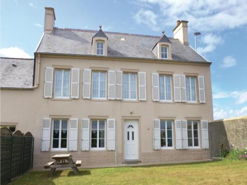 Four-Bedroom Holiday Home in Saint-Marcouf : Guest accommodation near Écoquenéauville