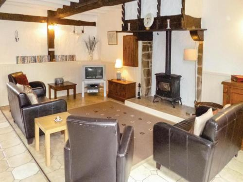 Holiday home Savigny Le Vieux H-855 : Guest accommodation near Fougerolles-du-Plessis