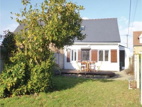 Two-Bedroom Holiday Home in Moulines : Guest accommodation near Le Loroux