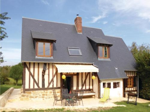 Holiday Home Vimoutiers with Fireplace VIII : Guest accommodation near Ménil-Hubert-en-Exmes