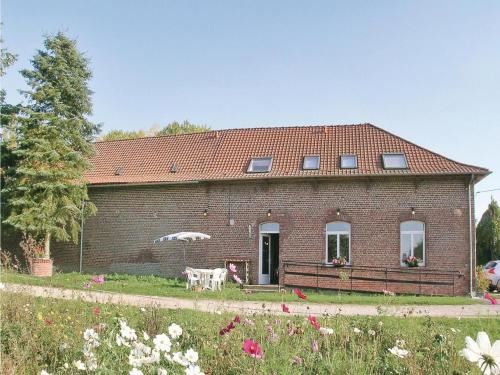 Holiday Home Ferme Les Caperies : Guest accommodation near Le Maisnil