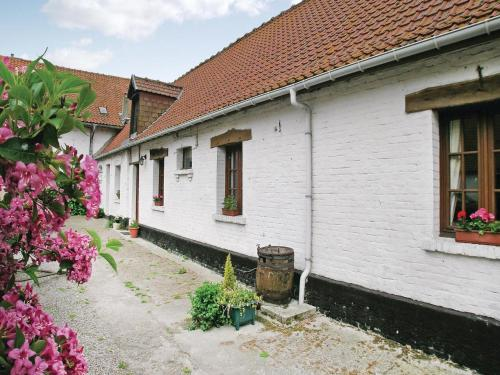 Holiday home Ferme de la Butte I-865 : Guest accommodation near Rodelinghem
