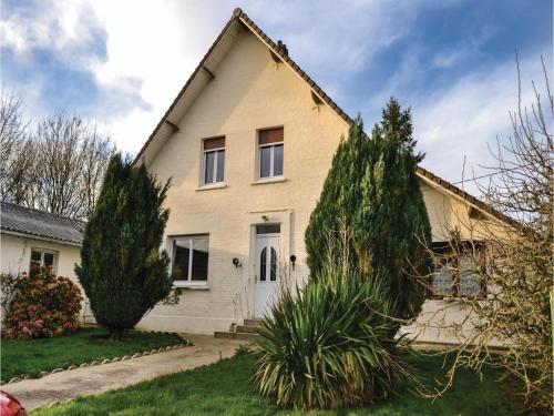 Three-Bedroom Holiday Home in Herly : Guest accommodation near Fruges