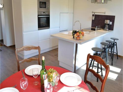 Three-Bedroom Holiday Home in Frise : Guest accommodation near Ligny-Thilloy
