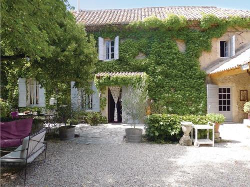 Holiday home Mas Blanc des Appilles QR-1029 : Guest accommodation near Mas-Blanc-des-Alpilles