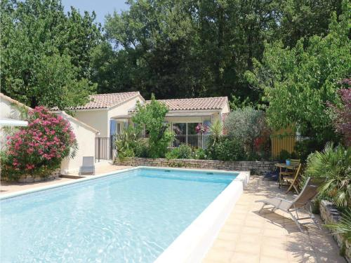 Holiday Home Eyragues Chemin De L'Arenier : Guest accommodation near Eyragues
